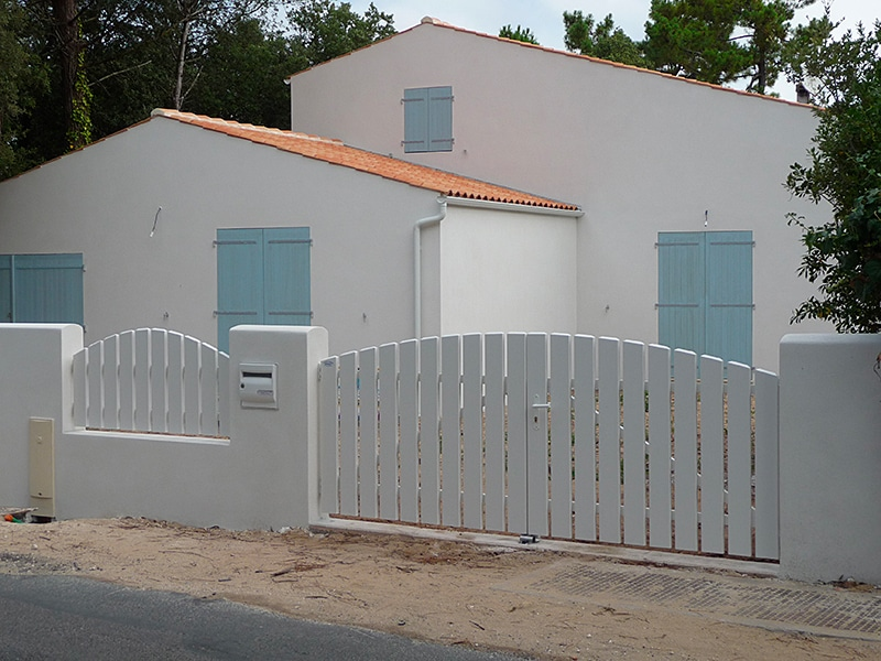 Menuiseries portail maison oléron