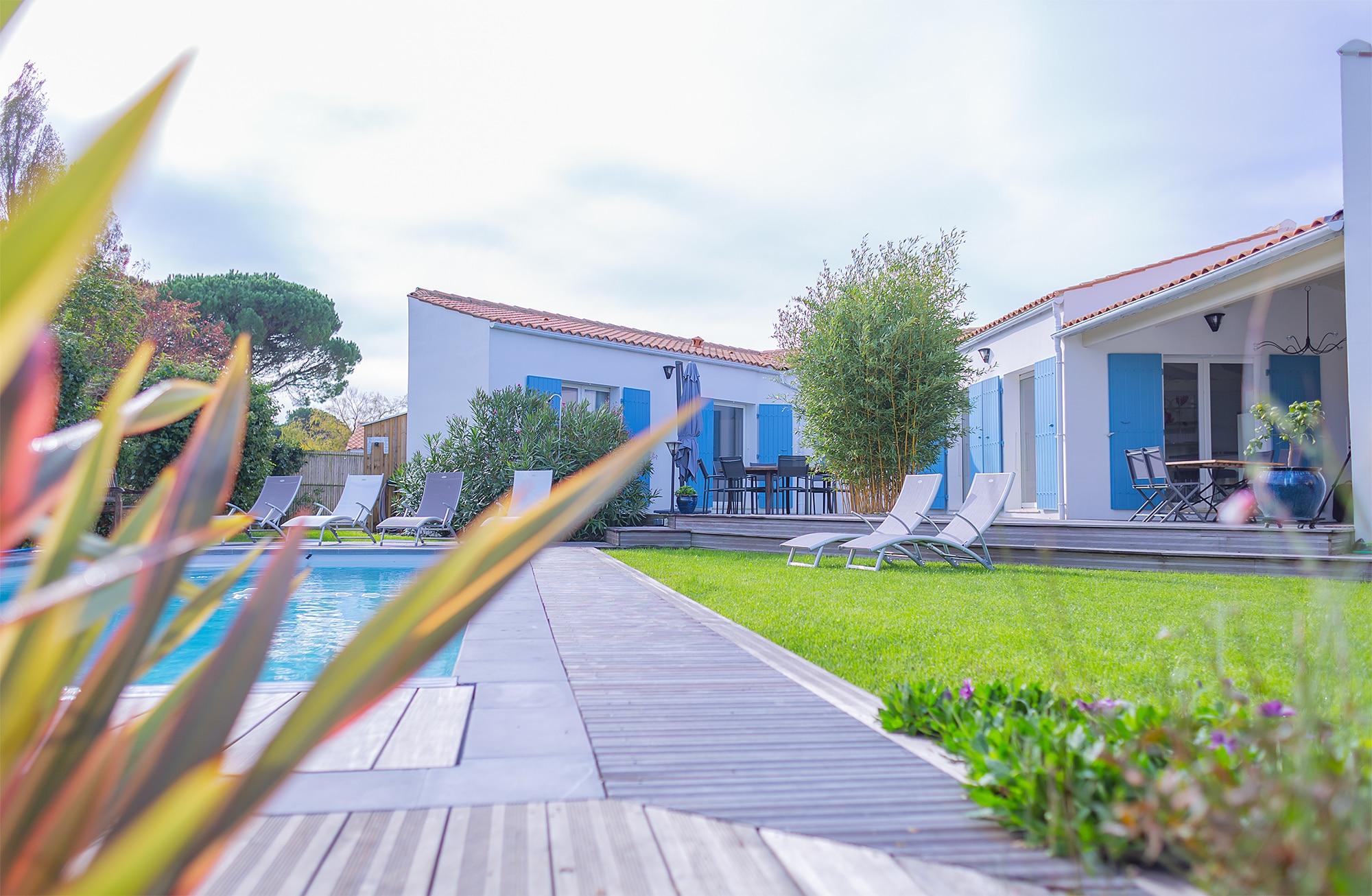 terrasse bois piscine maison ile d'oleron
